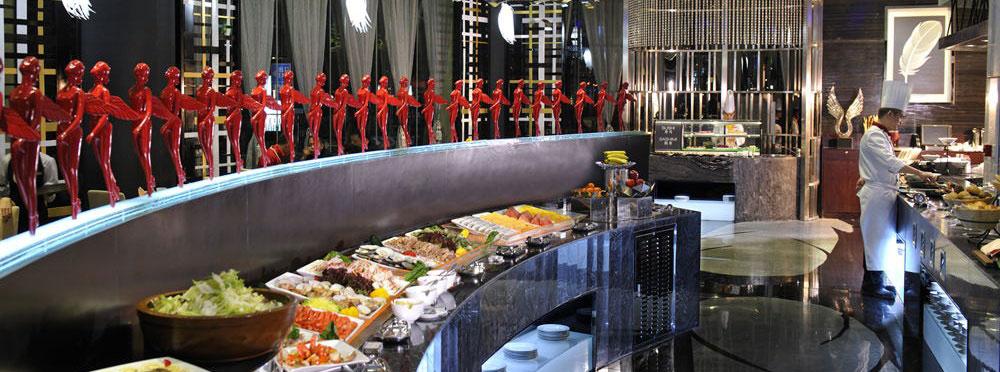 第一阶段 :设计前的服务工作 1. 了解项目的基本类型 2. 了解客户的投资意向 3. 了解酒店运营及管理的要求 第二阶段:概念设计 根据第一阶段客方提供的资料及酒店星级标准,结合当地餐饮特点,与客方及管理公司协商建立厨房餐饮设施的要求和流程,提供整个酒店餐饮厨房的概念设计。 第三阶段:初步方案设计 根据第二阶段审核并确定的酒店餐饮体系的架构,结合酒店当地卫生防疫和环保部门的要求,提供各个餐饮厨房功能间的工艺流程及设备配置设计,并协助业主通过卫生防疫站的检验。 第四阶段:深化设计 业主审核并确认第二、三阶